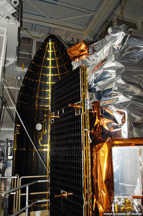 GeoEye-1 mounted on the booster – the satellite was prepared in a clean room environment.