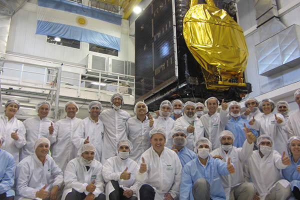 The vibration tests of the ARSAT 1 satellite were completed at INVAP's headquarters in San Carlos de Bariloche.