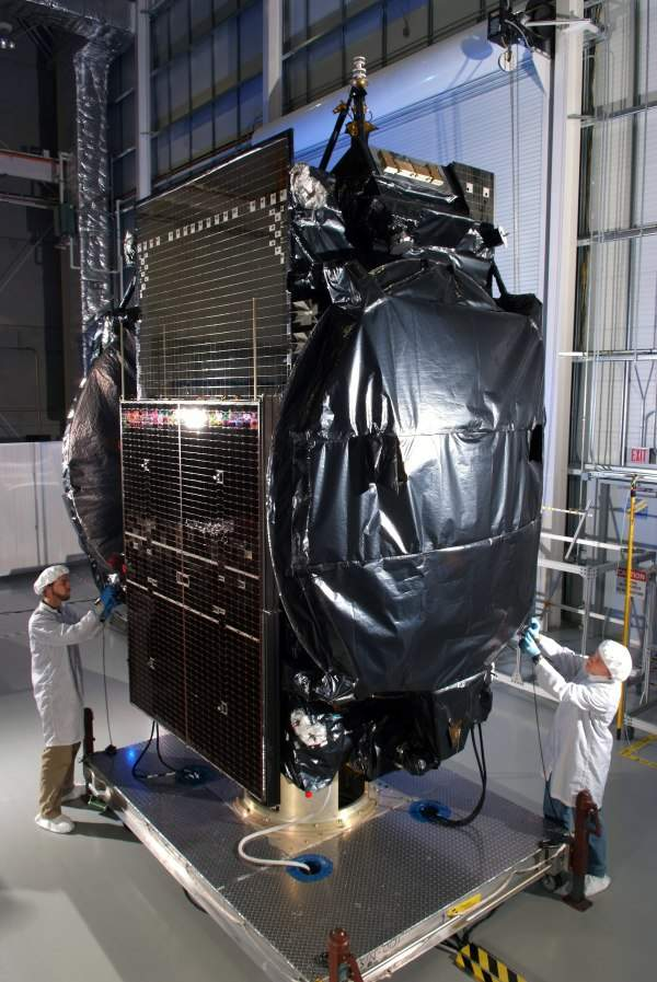 The Koreasat-6 is designed and manufactured jointly by Thales Alenia Space (TAS) of France and Orbital Science Corporation (OSC) for the Korean Telecom (KT) Corporation. Image courtesy of Orbital Science Corporation (OSC).