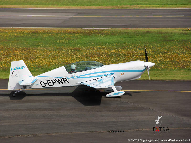 Extra 330LE is a two-seat aircraft fitted with Siemens-electric engine. Image courtesy of Extra Aircraft.