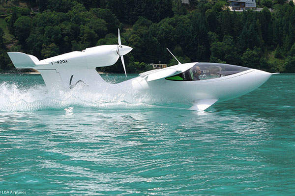 Akoya is an amphibious aircraft, which can operate on land, water and snow. Image courtesy of Lisa Airplanes.