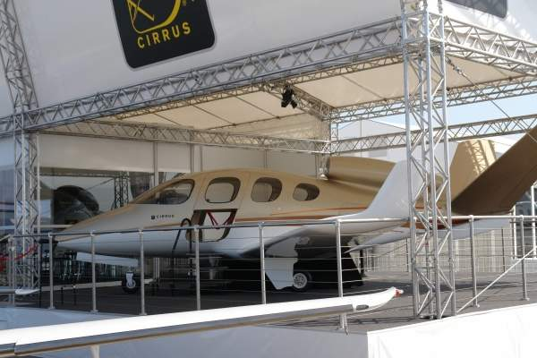 The Cirrus Vision SF50 has a low wing monoplane design and is made up of carbon fibre composite materials. Image courtesy of Kolossos.