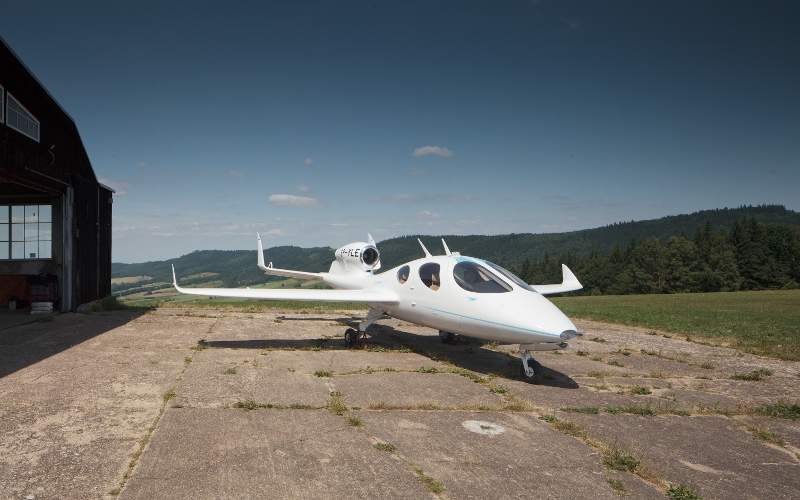 The aircraft features semi-elliptical detachable wings. Image: courtesy of Flaris LAR 1.