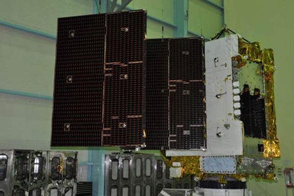 The GSAT-16 features one Ku-band and two C-band antennae. Image courtesy of ISRO.