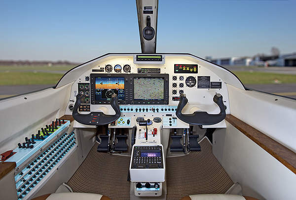 The all-digital flight deck of the EA-500 features an Avidyne Entegra Release 9 avionics suite. Image courtesy of Extra Flugzeugbau GmbH.