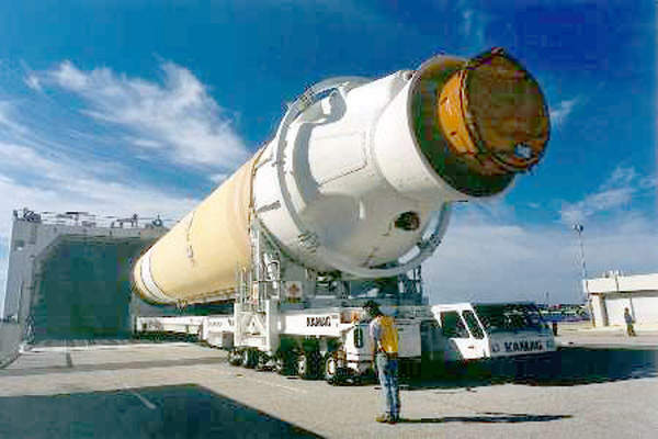 First stage of the Delta IV rocket arriving at Space Launch Complex 37 in CCAFS. Image courtesy of Boeing Integrated Defence Systems.