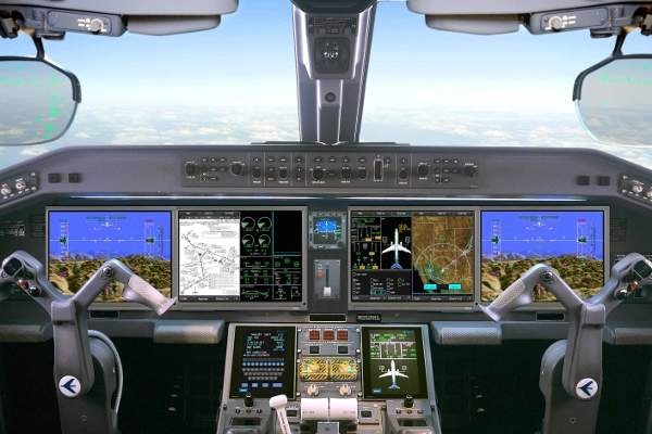 The cockpit of E2: Embraer's second generation E-Jet aircraft. Image courtesy of Embraer.