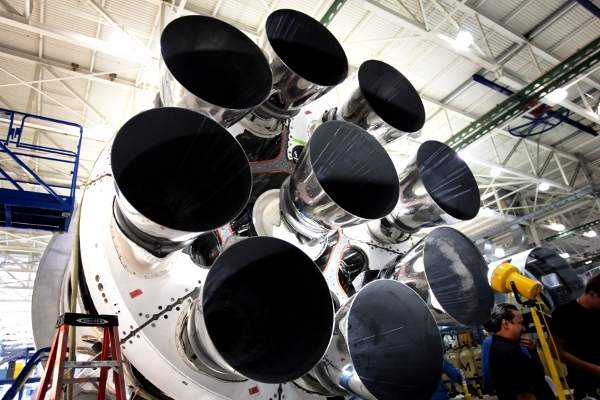 Each core includes nine engines in an Octaweb structure at the base of the launch vehicle. Image: courtesy of Space Exploration Technologies Corporation.