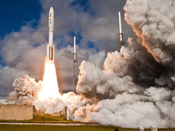 The United Launch Alliance Atlas V rocket carrying the Mars Science Laboratory spacecraft lifts off from the Space Launch Complex 41 on Cape Canaveral Air Force Station. Image courtesy of United Launch Alliance.