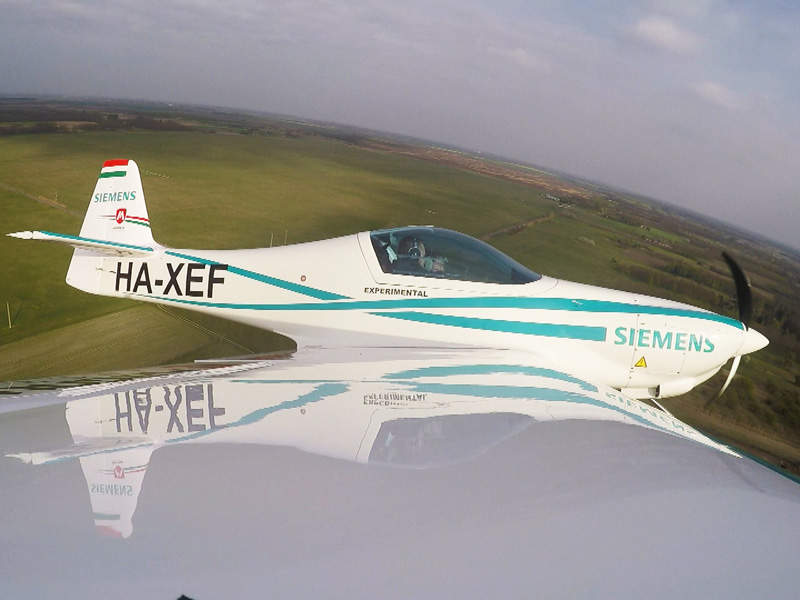 The light sport aircraft features a glass canopy. Image: courtesy of Magnus Aircraft.