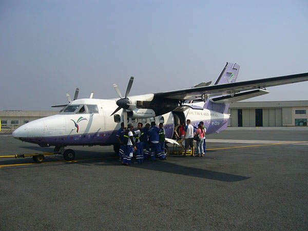 Passengers board the L-410UVP-E of SEAir at the Manila Domestic Airport. Image courtesy of Mikebalcos.