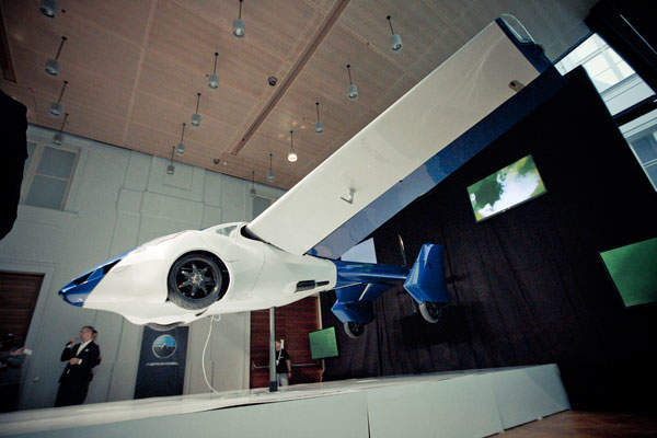 The car flies at a top speed of 200km/h (124mph). Image courtesy of AeroMobil.