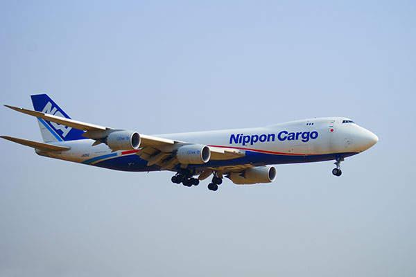 A Boeing 747-8F of Nippon Cargo Airlines lands at Tokyo Narita Airport. Image: courtesy of Nanashinodensyaku.