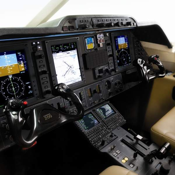 Flight deck of Hawker 200, equipped with ProLine 21 avionics suite. Image courtesy of Hawker Beechcraft Corporation.