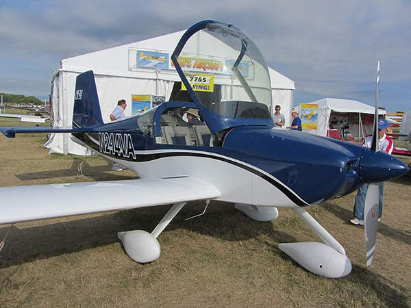 The RV-14 has a large bubble canopy which provides visibility in all directions. Image courtesy of FlugKerl2.