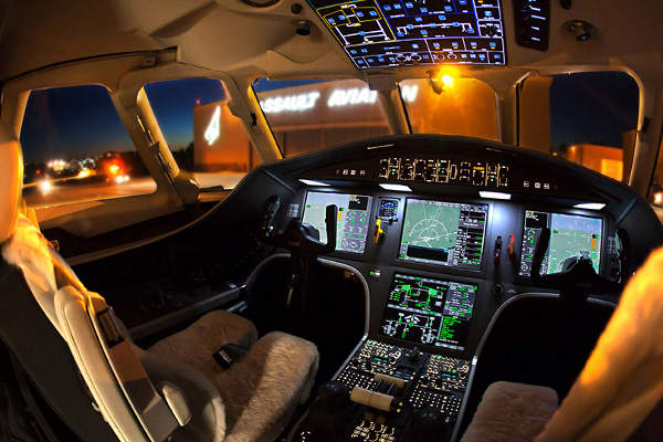 The flight deck includes four 14.1in flat-panel LCD screens.