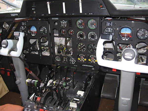 The cockpit of L 410 / L 420 houses modern avionics systems.