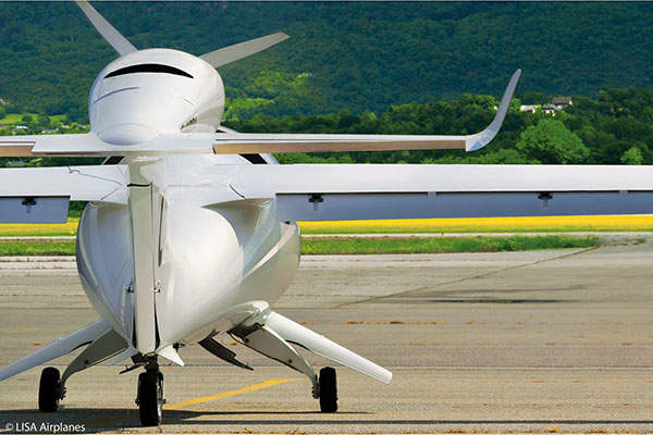 The aircraft is constructed using carbon-fibre-reinforced polymer composites. Image courtesy of Lisa Airplanes.