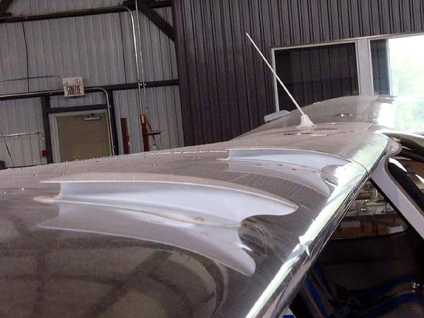 The SA-160 is fitted with rectangular shaped wings made of aluminium. Image courtesy of Ahunt.