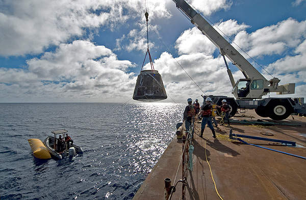 Recovery of the Dragon capsule of the COTS Demo Flight 1, in December 2010. Image courtesy of SpaceX.