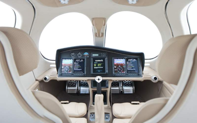 Flaris LAR 1 features a Garmin G3000 touchscreen integrated glass cockpit. Image: courtesy of Flaris LAR 1.