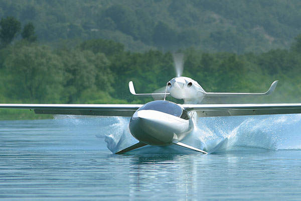 The amphibian aircraft is fitted with Seafoils™ which will allow easy access both on water and on land. Image courtesy of Lisa Airplanes.