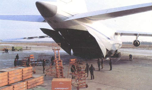There is a cargo hatch in the rear fuselage to speed up the cargo loading and unloading.