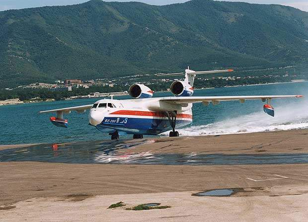The Be-200 can be configured as a freighter, a passenger aircraft or as an amphibious water-drop firefighting aircraft.