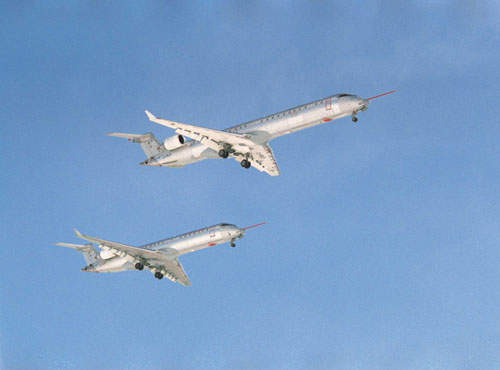The CRJ900 flying above the CRJ700.