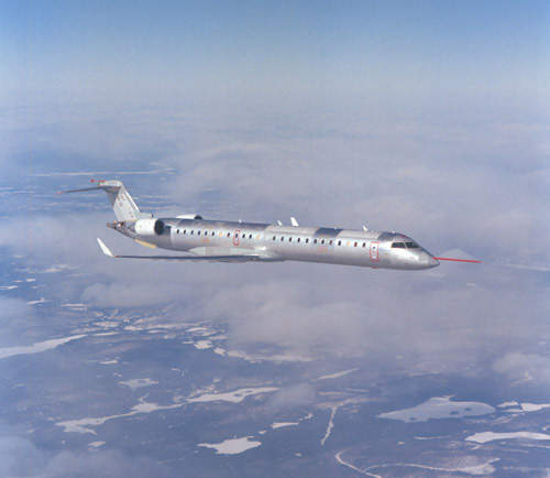 The CRJ900 has a range of 2,774km, while the extended-range CRJ900ER has a range of up to 3,207km.