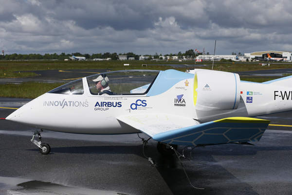 The two-seat experimental electric aircraft E-Fan was unveiled in April 2014. Copyright: Airbus Group.