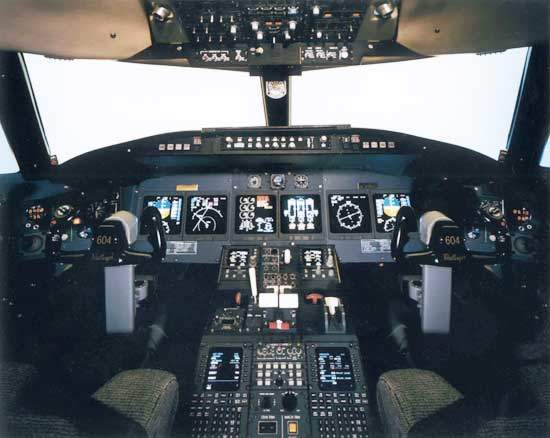 The cockpit of the Challenger 604 is fitted with Rockwell Collins Pro Line 4 integrated avionics suite.