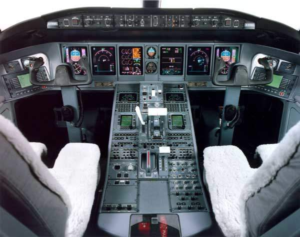 The Global Express cockpit features a six-tube EFIS/EICAS (electronic flight information system / engine instrument and crew advisory system) with 8in×7in cathode ray tube displays for processing, fault warning, flight management and a fail-operational automatic flight control system.