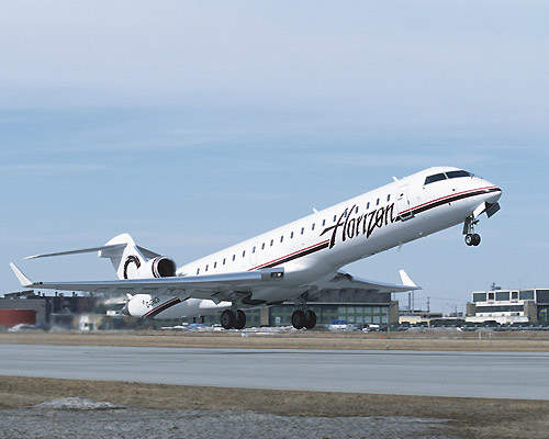 Horizon Air CRJ700 taking-off.