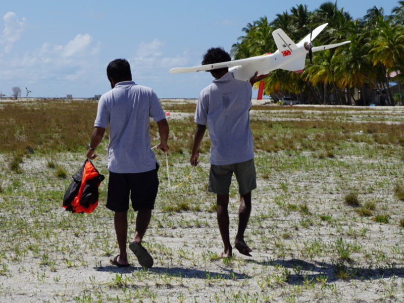 The lightweight structure of the Aeromapper Talon UAV enables the launch by one personnel. Credit: Aeromao Inc.
