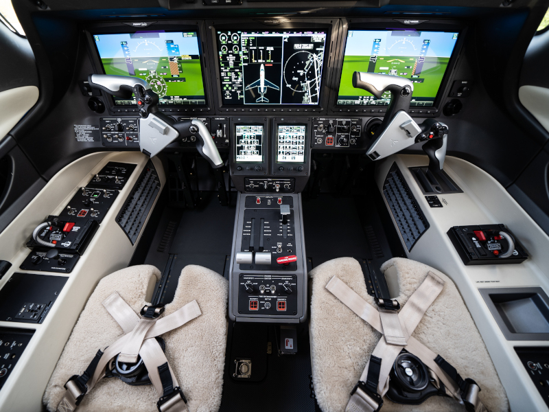 The flight deck of the Phenom 300E aircraft features runway overrun awareness and alerting system. Credit: Embraer S.A.