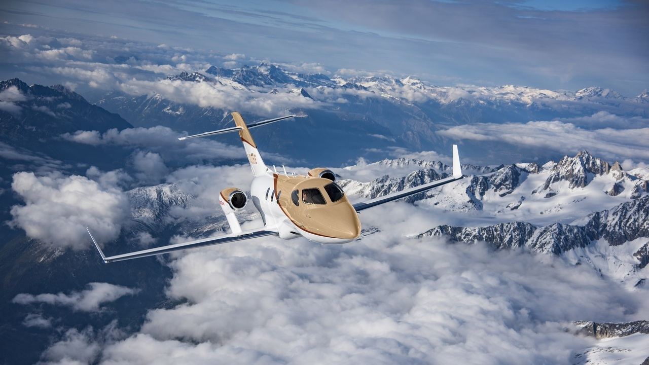 The over-the-wing configuration of the engines reduces aerodynamic shockwave and ensures a quieter cabin. Credit: Honda Aircraft Company.