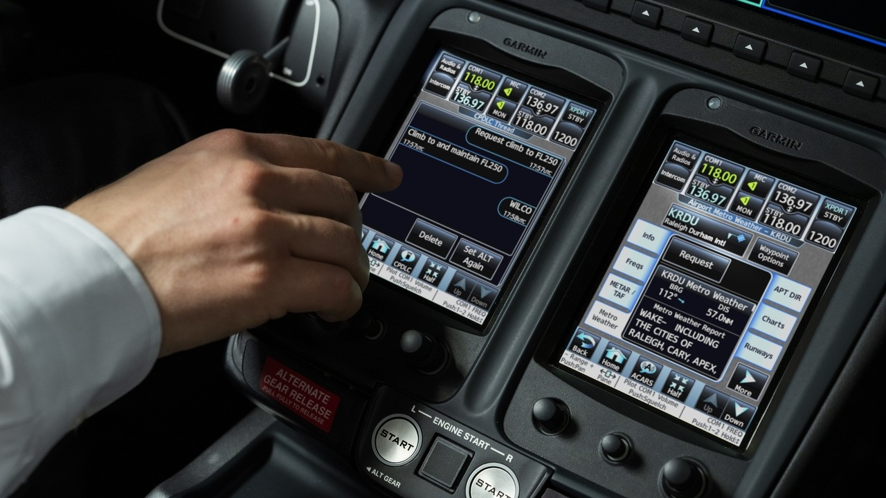 The HondaJet Elite S jet features an upgraded avionics suite based on the Garmin G3000 and latest FAA Data Comm feature, which replaces traditional voice commands with text-based messaging. Credit: Honda Aircraft Company.