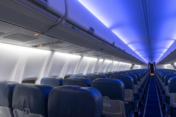 Transaero B737NG after EMTEQ's eFIT interior LED lighting upgrade.